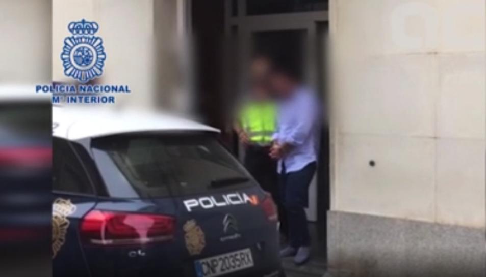 L'home s'amagava al municipi de l'Empordà i va ser detingut per la Policia Nacional.
