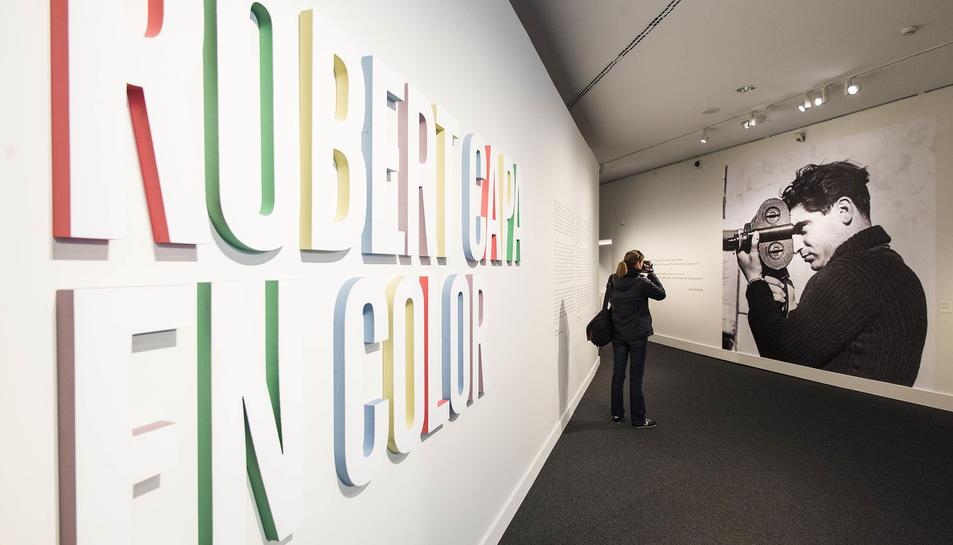 Imatge de l'exposició 'Robert Capa en color' al Caixaforum de Tarragona.