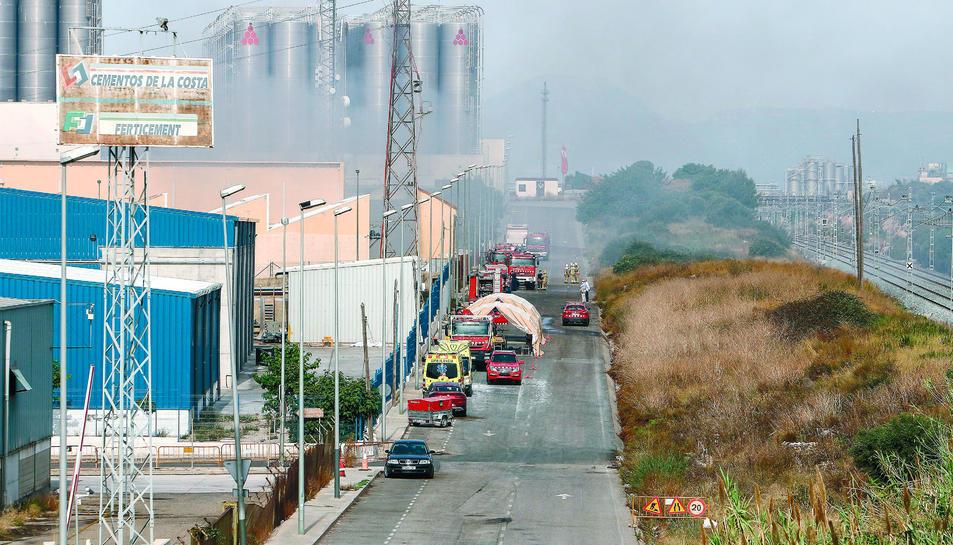 Dotacions de bombers treballen al polígon, el passat 8 de juliol.