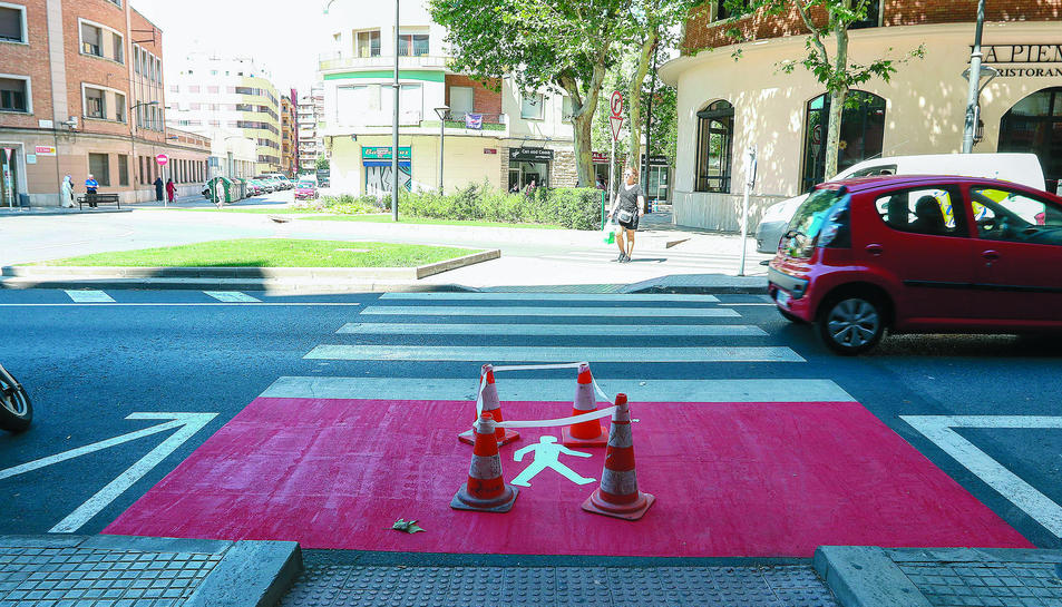 Un dels nous passos de vianants que, a finals de la setmana passada, es va pintar a la riera d'Aragó.