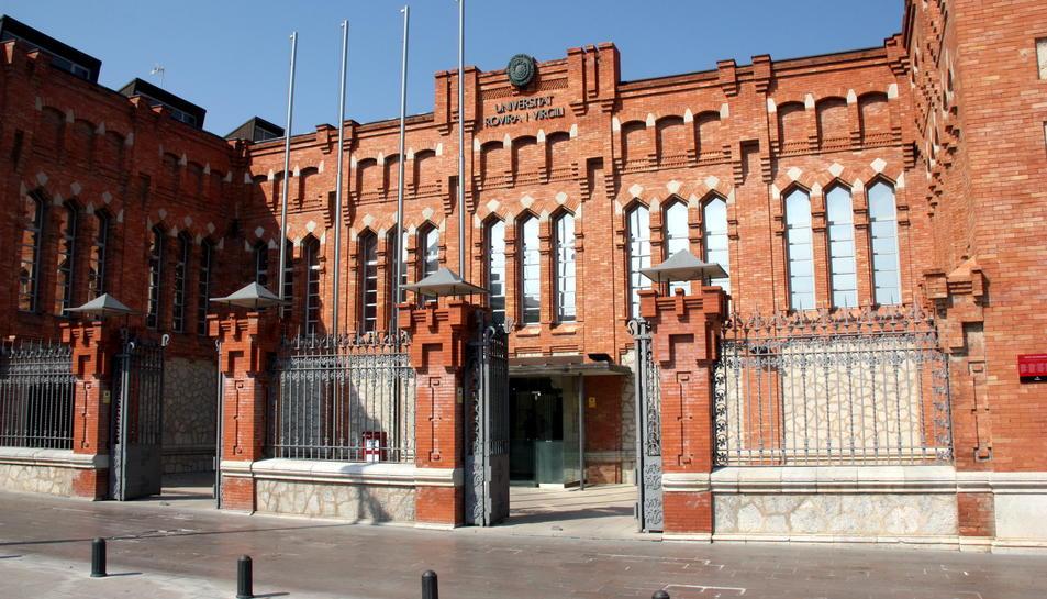 Imatge de la façana de l'edifici del rectorat de la URV, en una imatge d'arxiu.