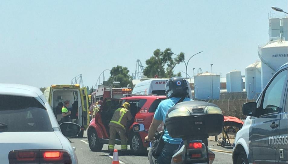 Imatge dels cossos d'emergències al lloc de l'accident.