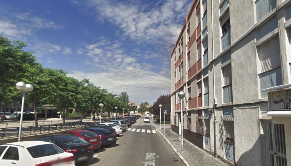 L'incendi s'ha produït en un bloc de pisos de la Rambla Catalunya.