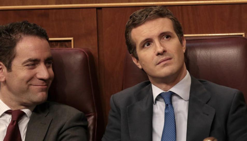 El líder del PP, Pablo Casado, i el seu secretari general, Teodoro García Ejea, al Congrés durant el debat d'investidura, el 22 de juliol de 2019.
