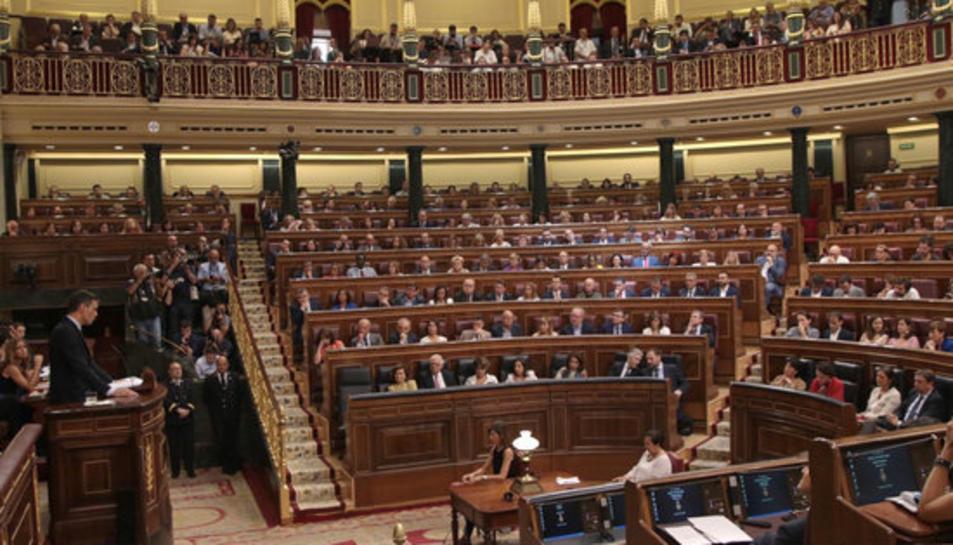 Pla general del líder del PSOE i candidat a tornar a ser investit president del govern espanyol, Pedro Sánchez, al Congrés durant el debat.