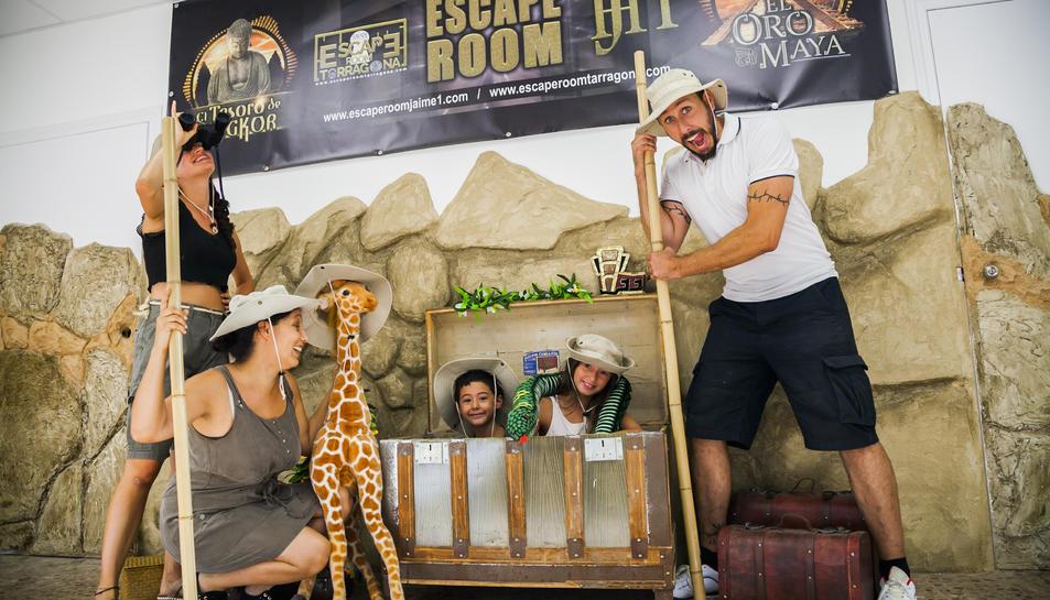 Un grup participant a l''escape room' 'El oro maya' ubicat a l'hotel Jaume I de Salou.