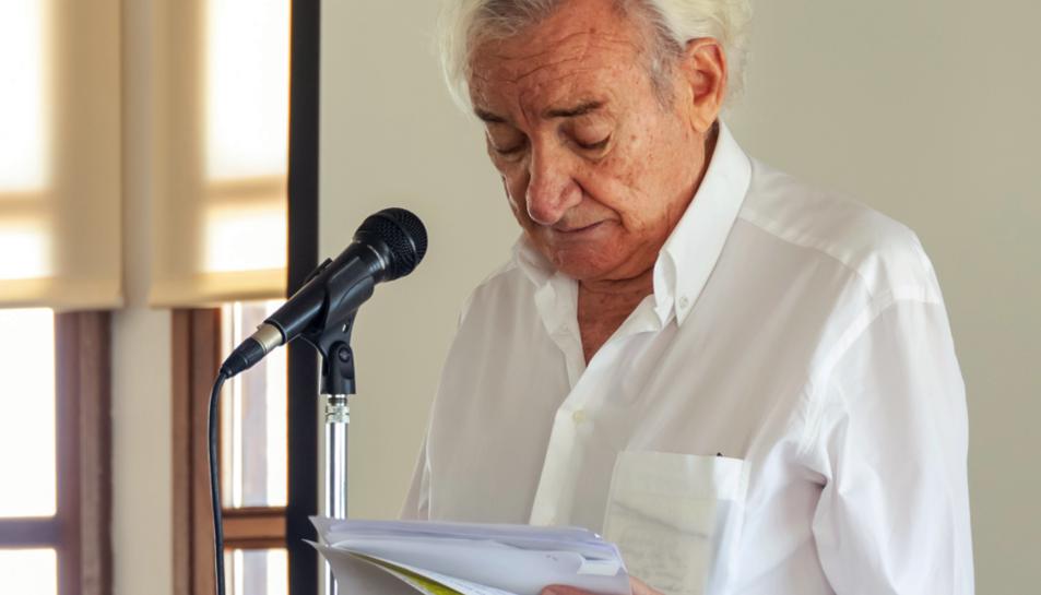 Luis del Olmo durant el seu parlament en la inauguració.