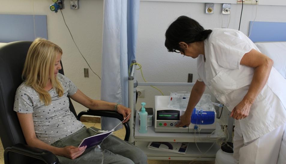 Els pacients que ho desitgin, i els seus familiars, rebran la formació dels professionals del Servei de Nefrologia per fer l'hemodiàlisi a casa.