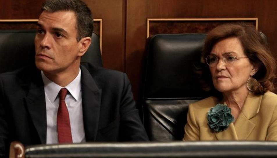 Pedro Sánchez i Carmen Calvo als seus escons del Congrés dels Diputats durant el debat d'investidura.