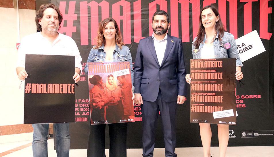 Presentació de la campanya #Malamente, amb el conseller Chakir El Homrani i la secretària d'Infància, Adolescència i Joventut, Georgina Oliva, el 23 de juliol del 2019.