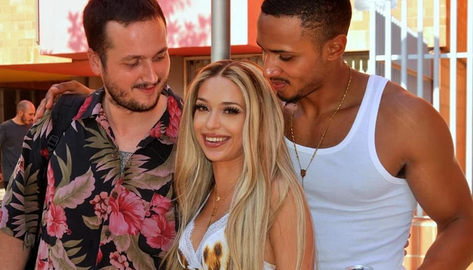 La cantant durant l'enregistrament del vídeo a Reus.