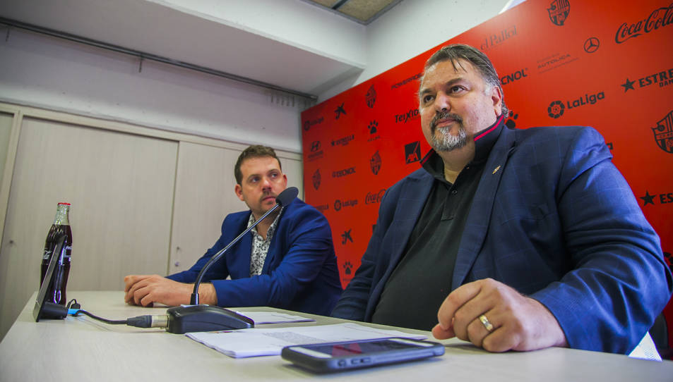 L'actual propietari del club, Clifton Onolfo, en una roda de premsa a les instal·lacions del Reus.