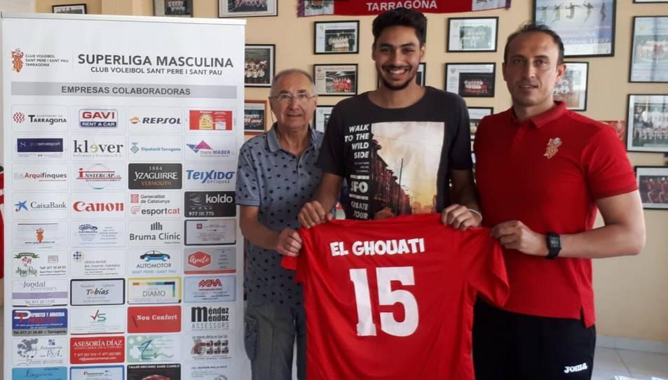 El nou jugador del club tarragoní amb Vlado Stevovski.