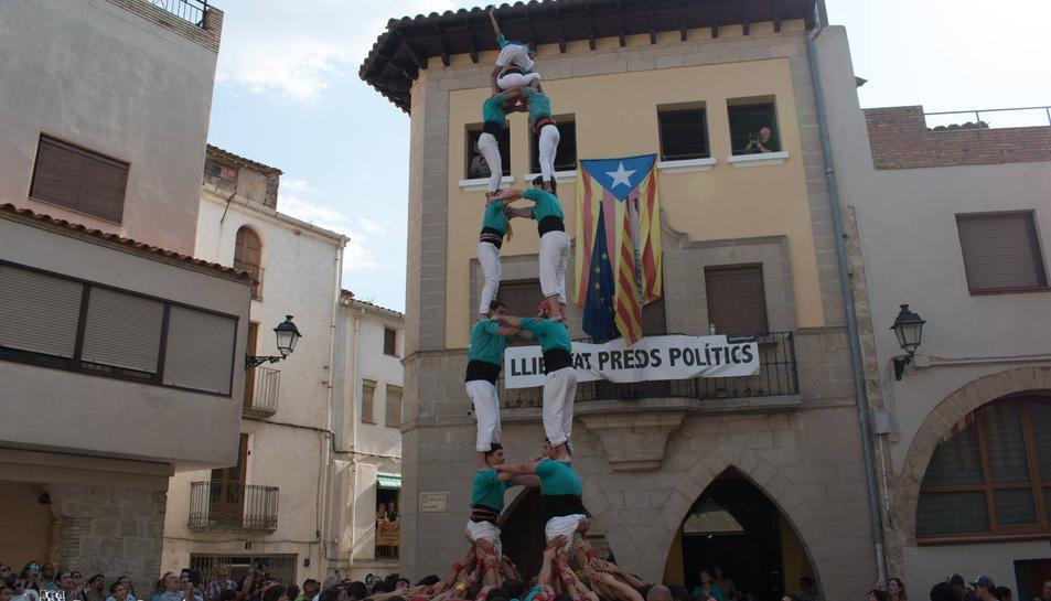 Una foto d'arxiu d'una actuació dels Castellers de Sant Pere i Sant Pau a La Fatarella.