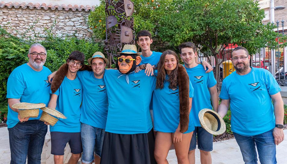Les canongines Anna Martínez Falguera i Violeta Bofarull Veciana han dissenyat la samarreta de la Festa Major.