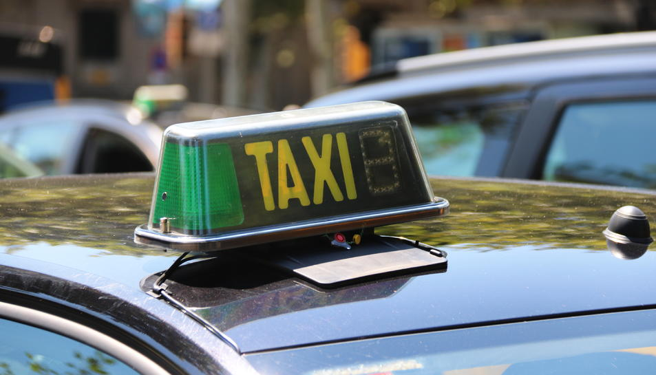 Imatge d'arxiu de les llum d'un taxi d'un municipi indeterminat.