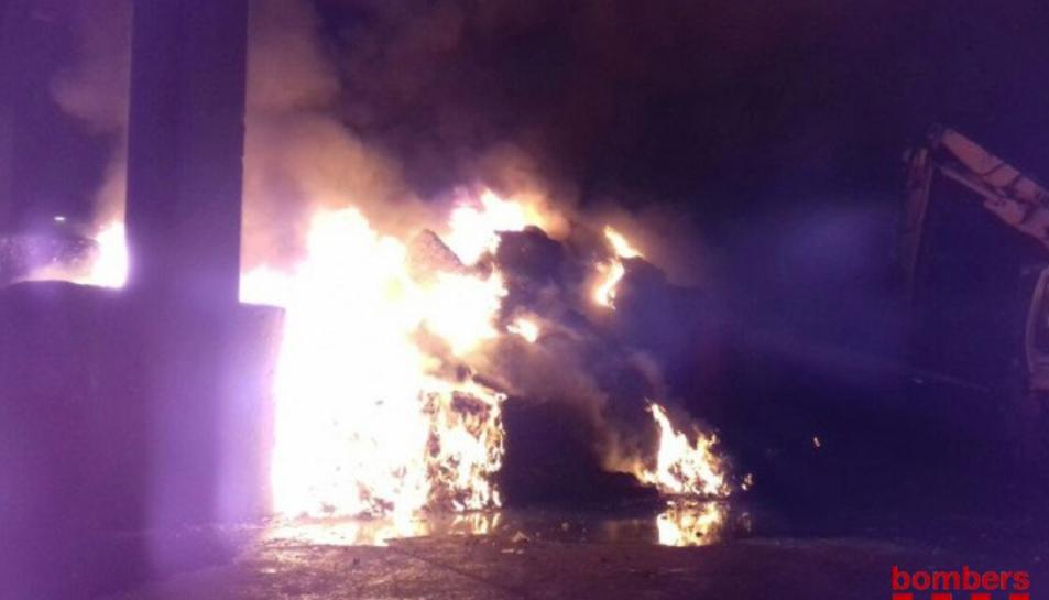 Imatge de l'incendi a Griñó Ecològic a Constantí.