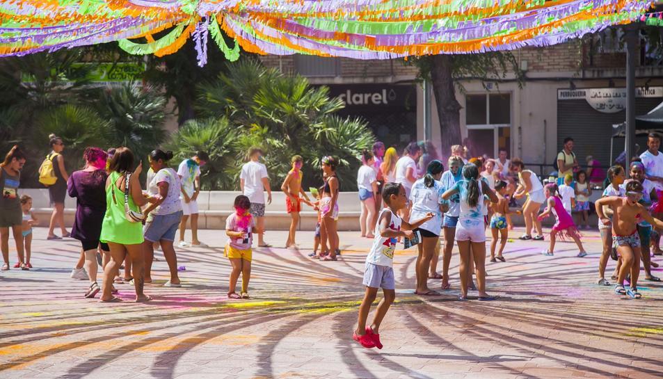 Imágenes de la 'Súper Holi Party' en Bonavista dentro de su Fiesta Mayor