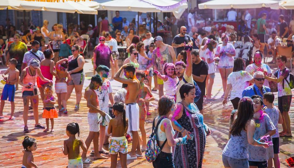Imatges de la 'Súper Holi Party' a Bonavista dins de la seva Festa Major