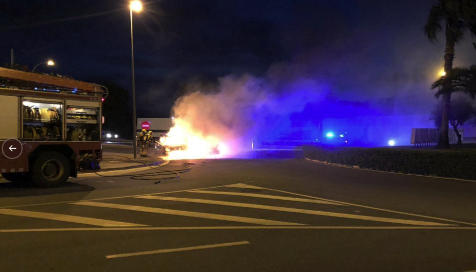 Una dotació dels Bombers ha apagat el foc.