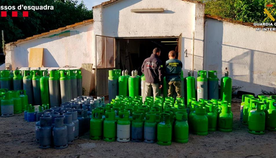 Bombones de gas freó intervingudes en l'operatiu conjunt dels Mossos d'Esquadra amb la Guàrdia Civil.