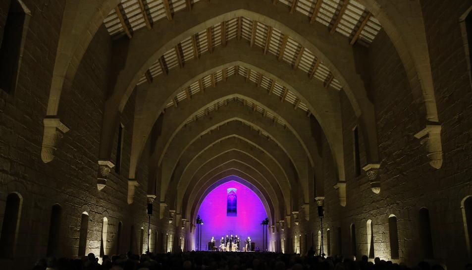 Gran pla general de l'Antic Dormitori dels Monjos de Poblet, amb 750 espectadors durant el concert inaugural del VII Festival de Música Antiga.