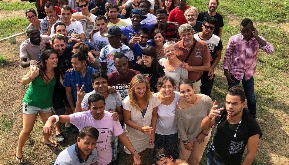 Alguns dels migrants que van arribar fa un any a la ciutat amb un vaixell d'Open Arms.