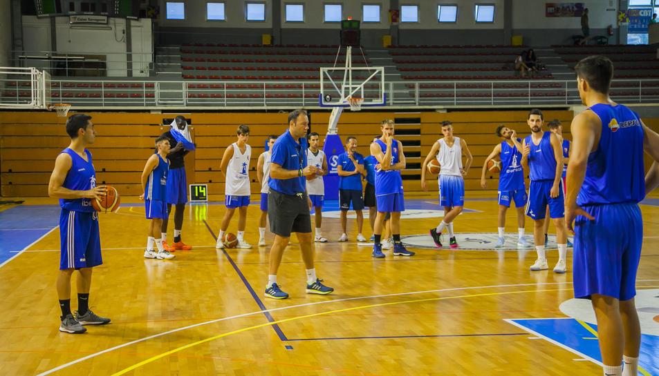 Els jugadors van exercitar-se a les ordres de Berni Álvarez al pavelló del Serrallo.
