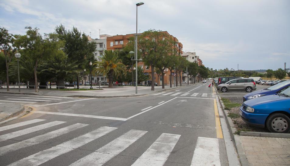 El carrer Vint-i-sis ha deixat de comptar amb places d'aparcament.