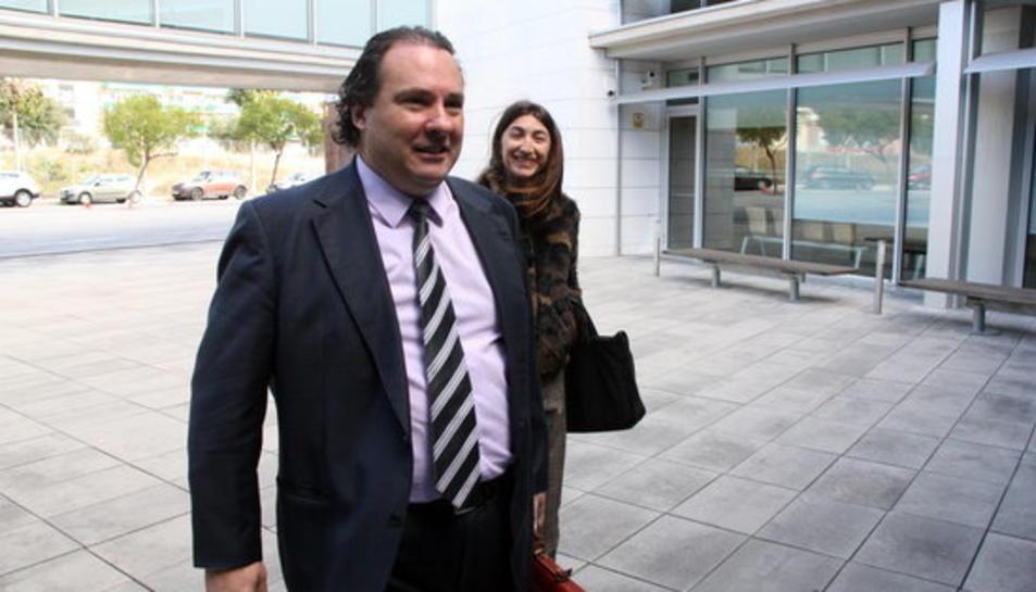 L'exalcalde de Torredembarra, Daniel Masagué, entrant a declarar als jutjats del Vendrell el 25 de novembre del 2015.