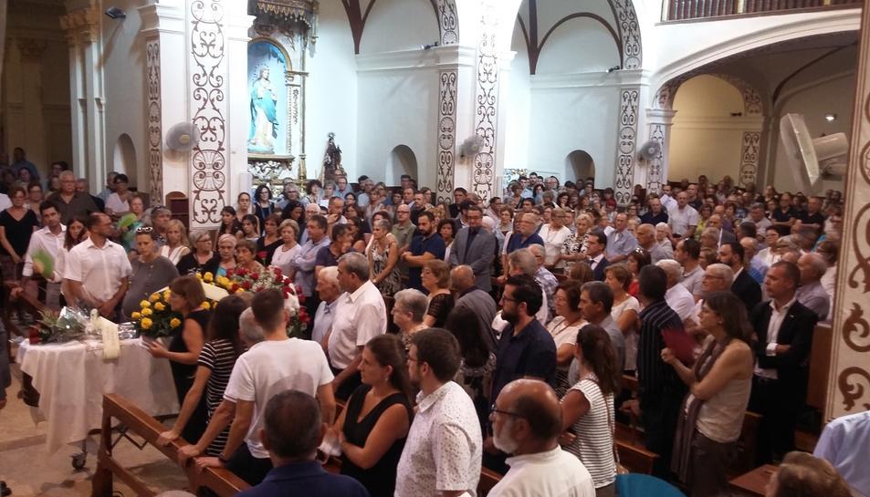 L'església parroquial de Maspujols plena.