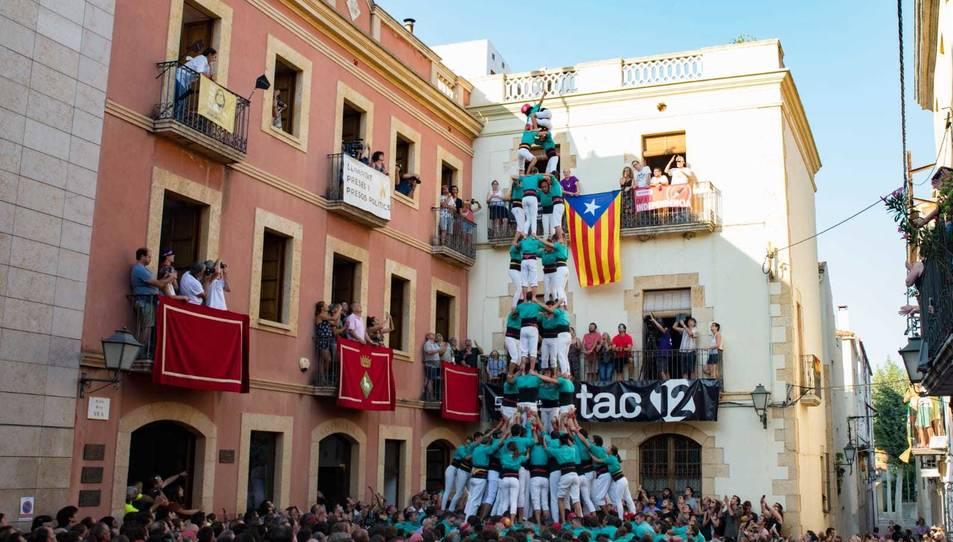 El 4 de 9 amb folre dels Castellers de Vilafranca.