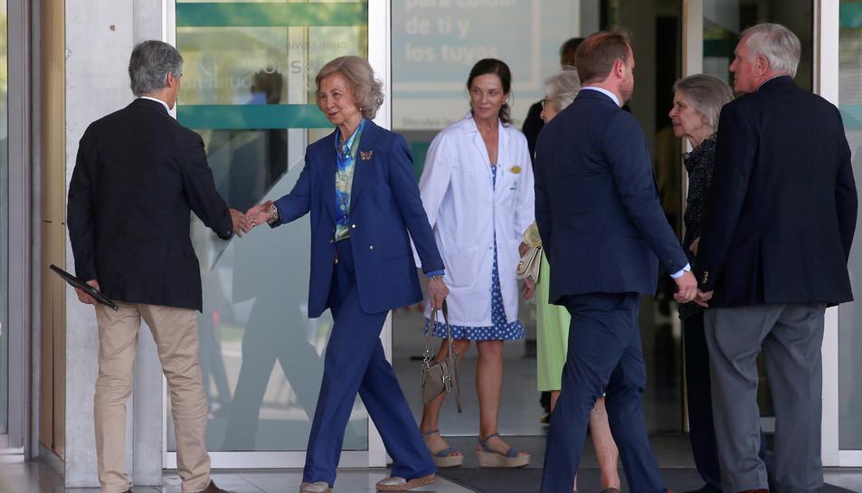 La reina visita al rei Joan Carles I.