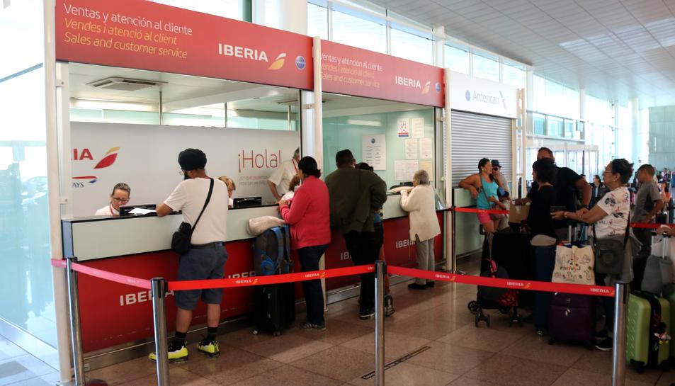 Taulell de reclamacions d'Iberia a l'aeroport del Prat.