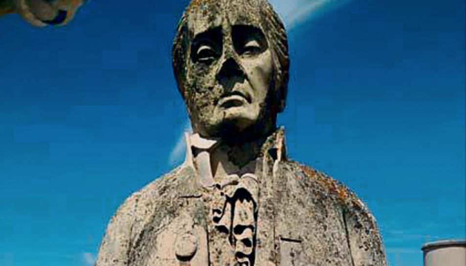Aspecte que ofereix l'interior de dues de les cobertes i del bust dedicat a Antoni Martí i Franqués.