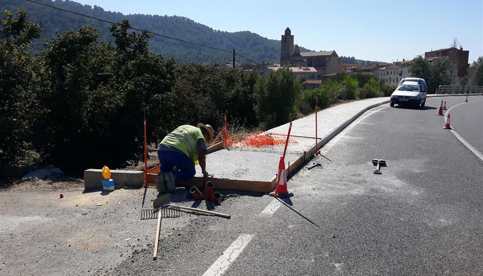 Imatge de les obres que es duen a terme a la T-704 de l'Aleixar a Vilaplana.