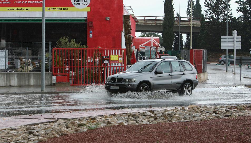 L'entrada de Vila-seca s'ha inundat.