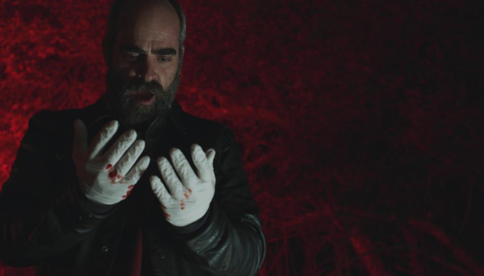 Una escena de 'Quien a hierro mata' amb Luis Tosar .