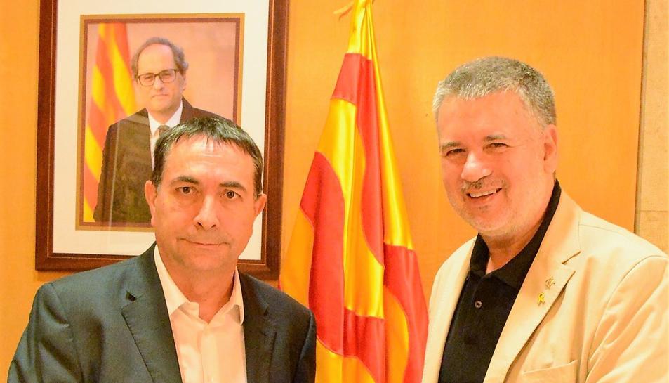 L'alcalde de Tarragona, Pau Ricomà, i el director del Complex Industrial de Repsol a Tarragona, Josep Francesc Font, durant la reunió.