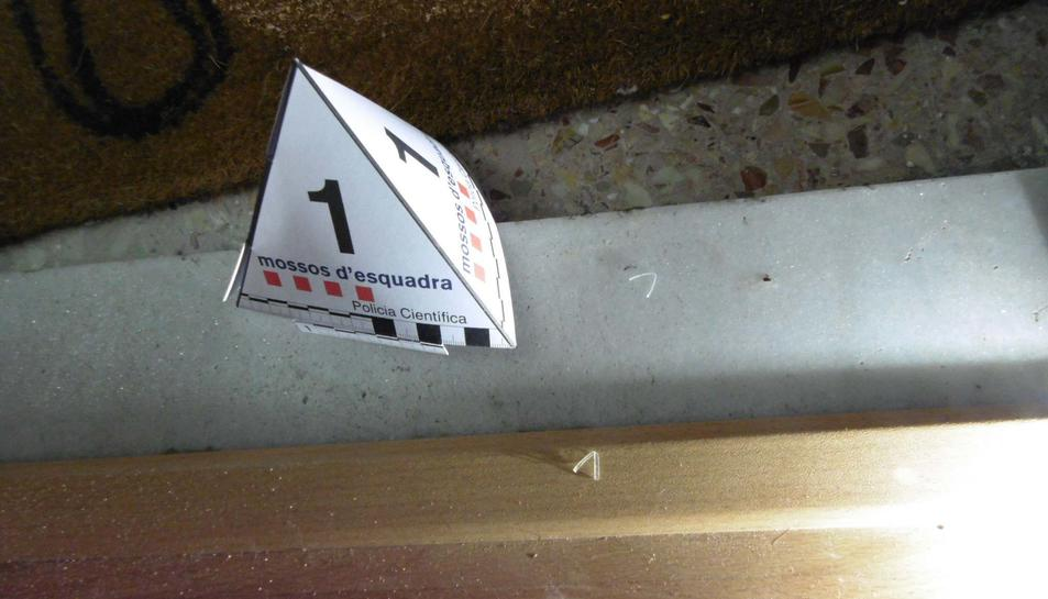 Fils de silicona utilitzats per a vigilar un habitatge.