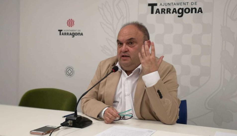El regidor Jordi Fortuny, durant la roda de premsa