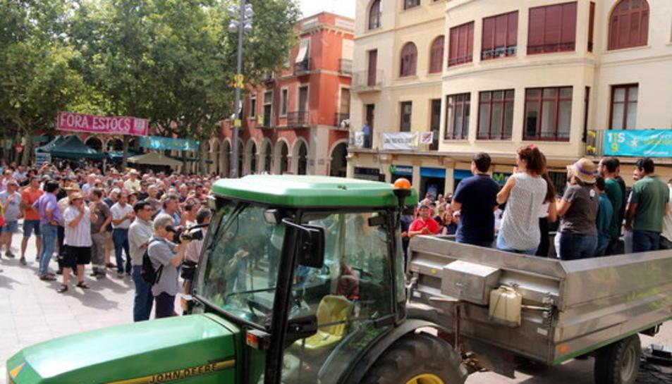 Imatge de l'assemblea feta a la plaça de l'Ajuntament de Vilafranca el passat 16 d'agost.