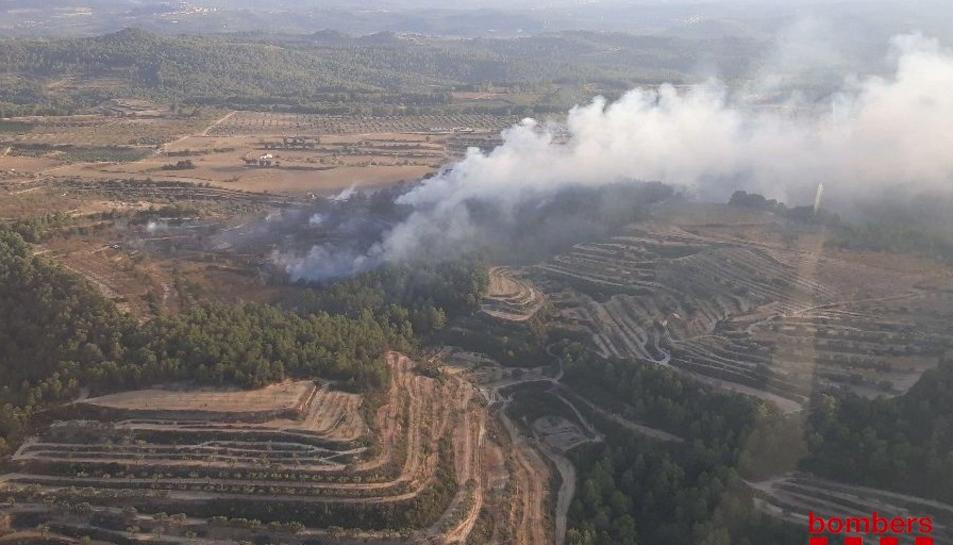 Imatge de l'incendi a Horta de Sant Joan.