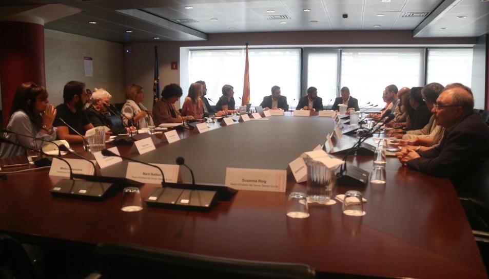 La d'ahir va ser la primera de les tres reunions entre el departament de Treball, les diputacions i els municipis.