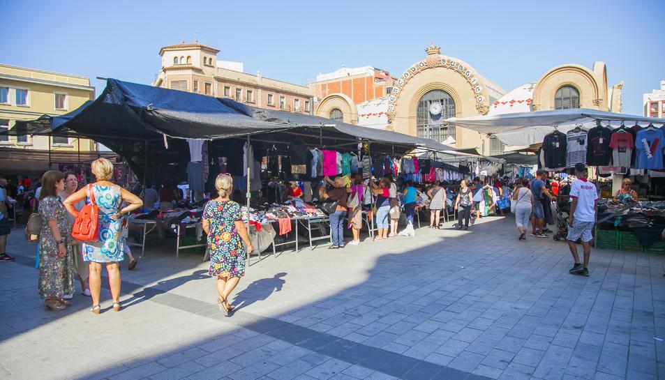 Ambient en el mercadet de la plaça Corsini durant el 20 d'agost de 2018.