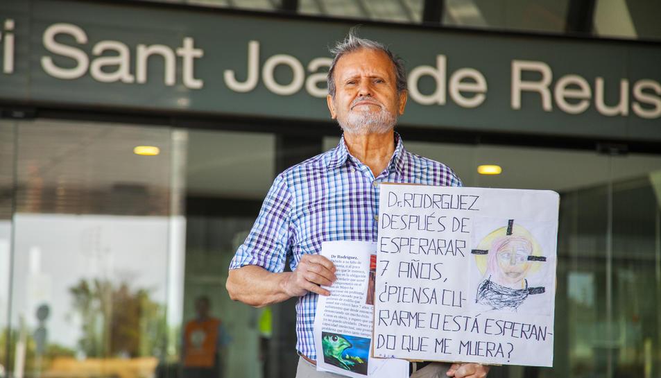 L'afectat va anar ahir al matí a l'Hospital Sant Joan per presentar la seva queixa i manifestar-se.