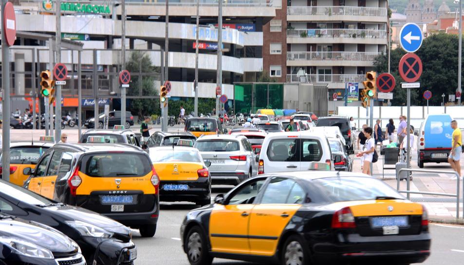 Imatge d'arxiu de taxis a la ciutat de Barcelona.