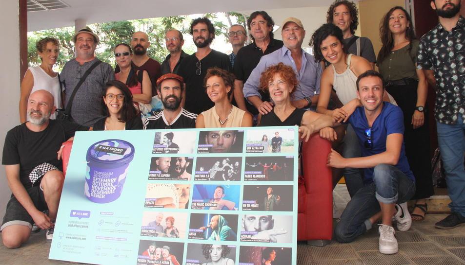Pla mitjà dels artistes presents en la presentació de la programació de la temporada de tardor de la Sala Trono. Foto del 3 de setembre del 2019 (Horitzontal).