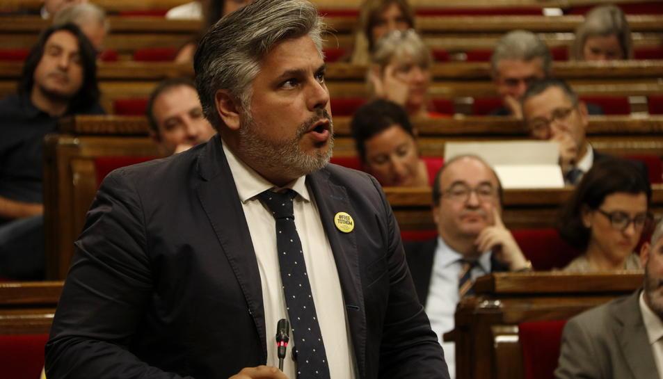 El portaveu de JxCat, Albert Batet, al ple del Parlament.