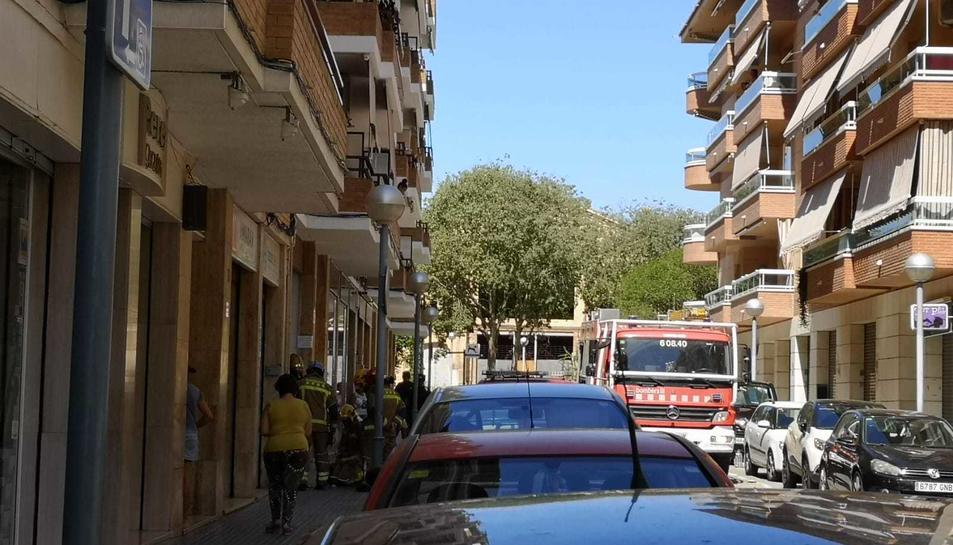 Tres dotacions de Bombers s'han desplaçat fins al barri del Colomí.